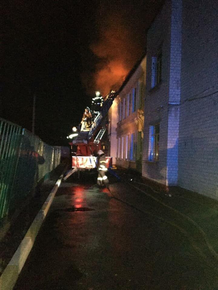 Вогонь знищив спортзал школи