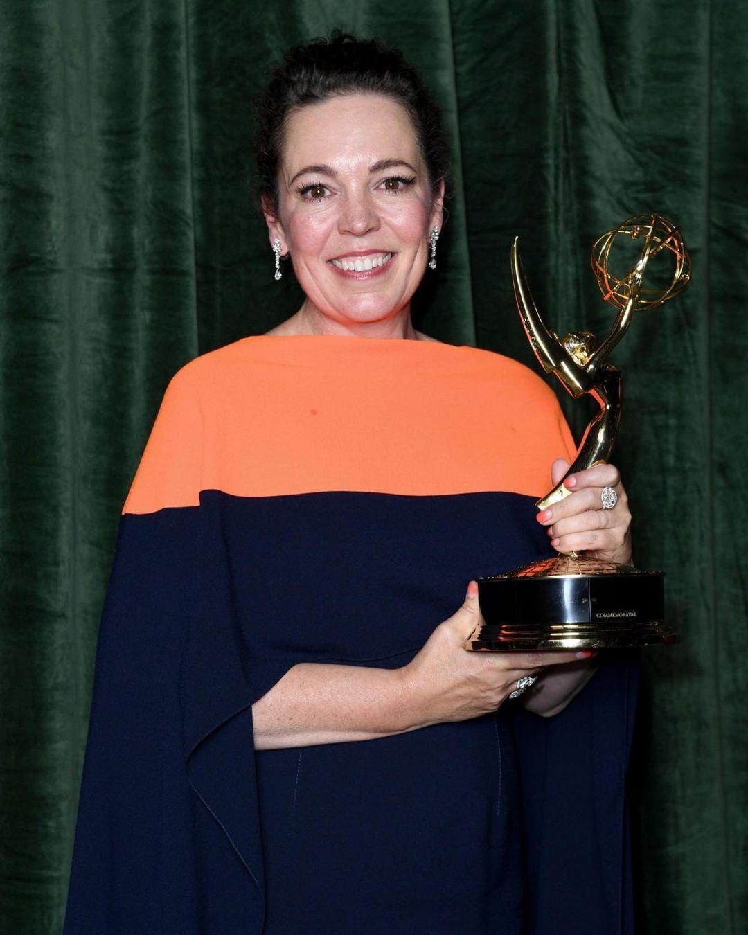 """На премії """"Еммі-2021"""" Колман отримала нагороду """"Найкраща актриса драматичного серіалу"""""""