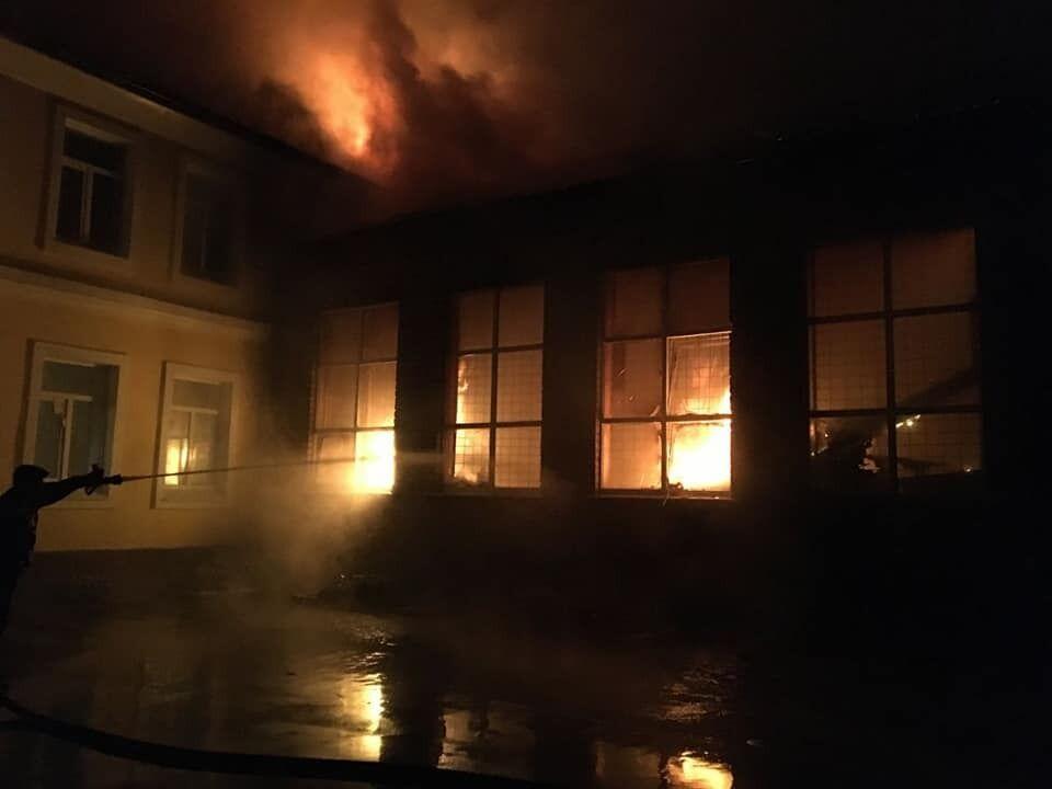 Пожежа у чугуєвській школі 19 вересня. Попередня причина займання - несправність електропроводки