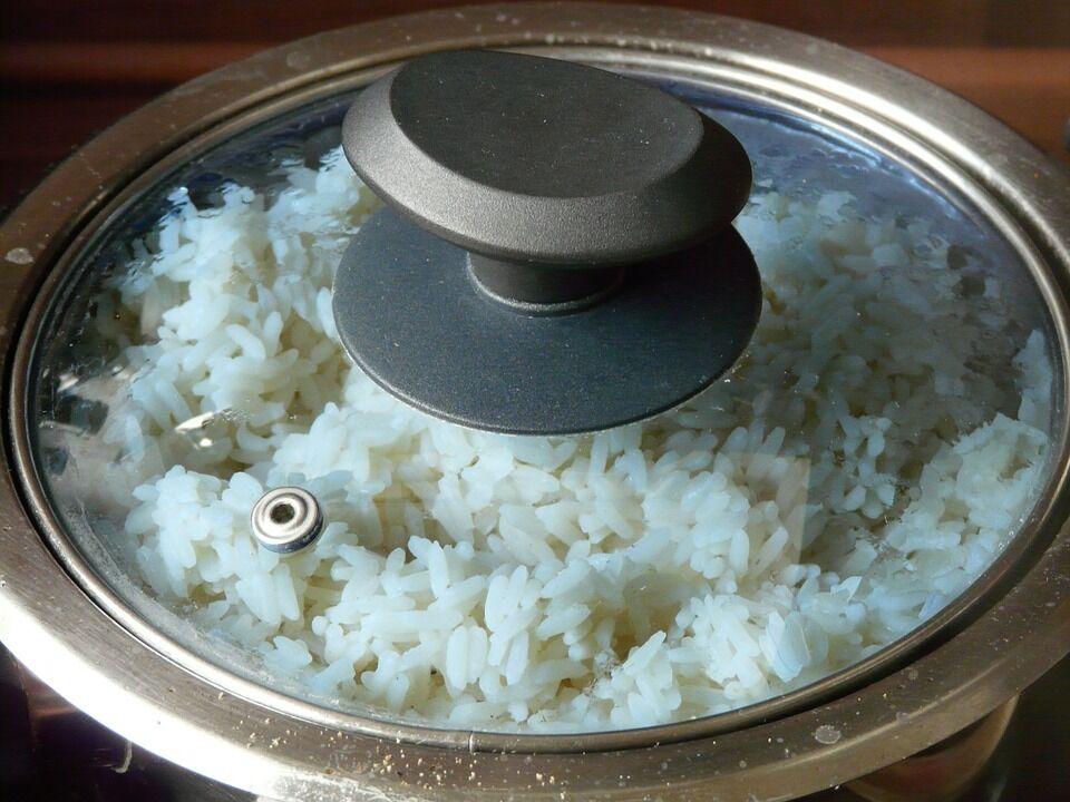 Найкраще варити рис у закритій посудині