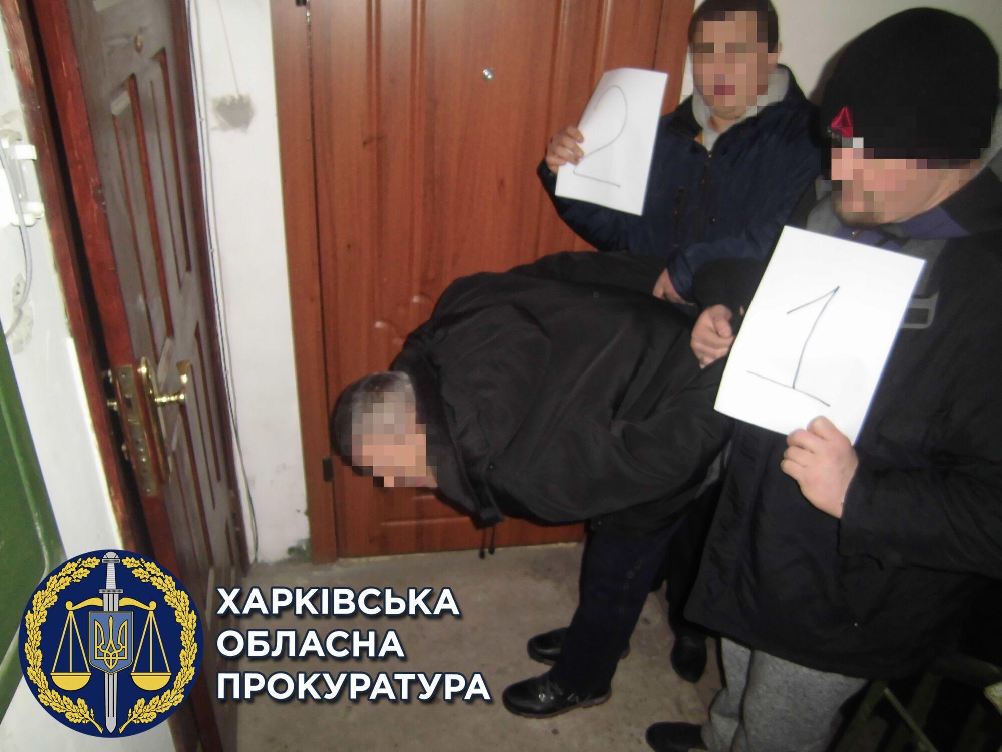 Полицейские украли деньги и золото у вора