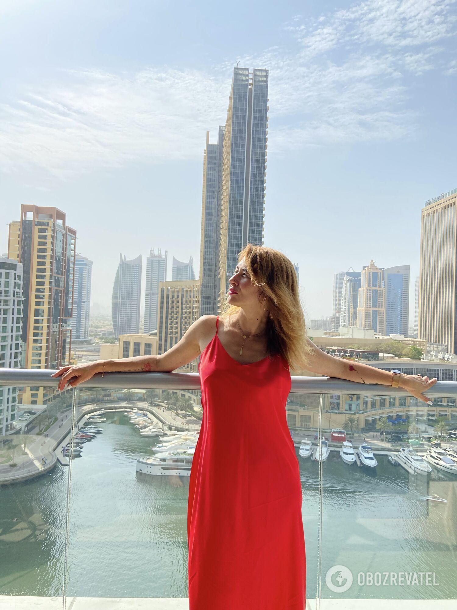 На балконе в номере отеля InterContinental Dubai Marina.