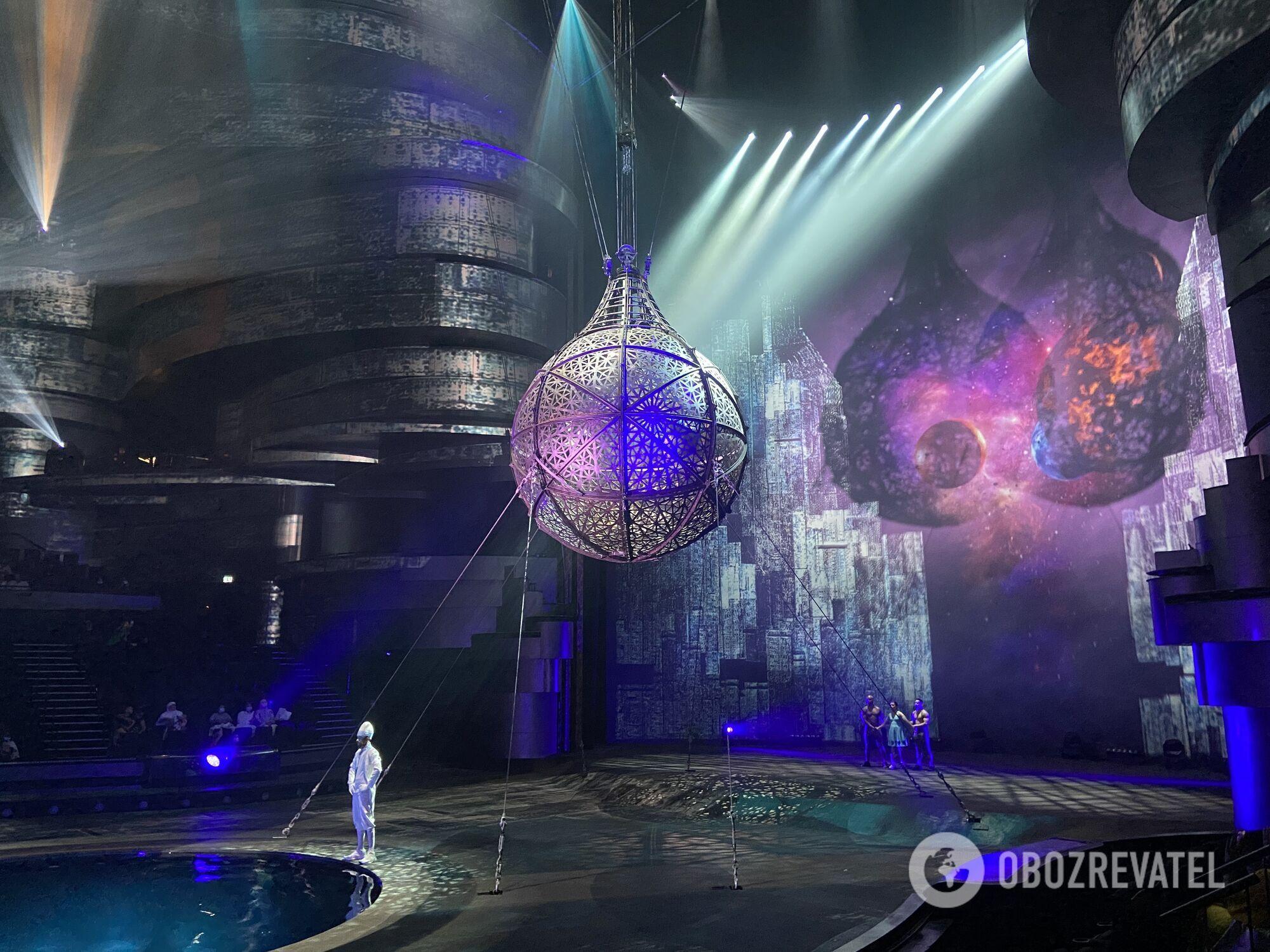 Фрагмент шоу La Perle by Dragone в Дубае