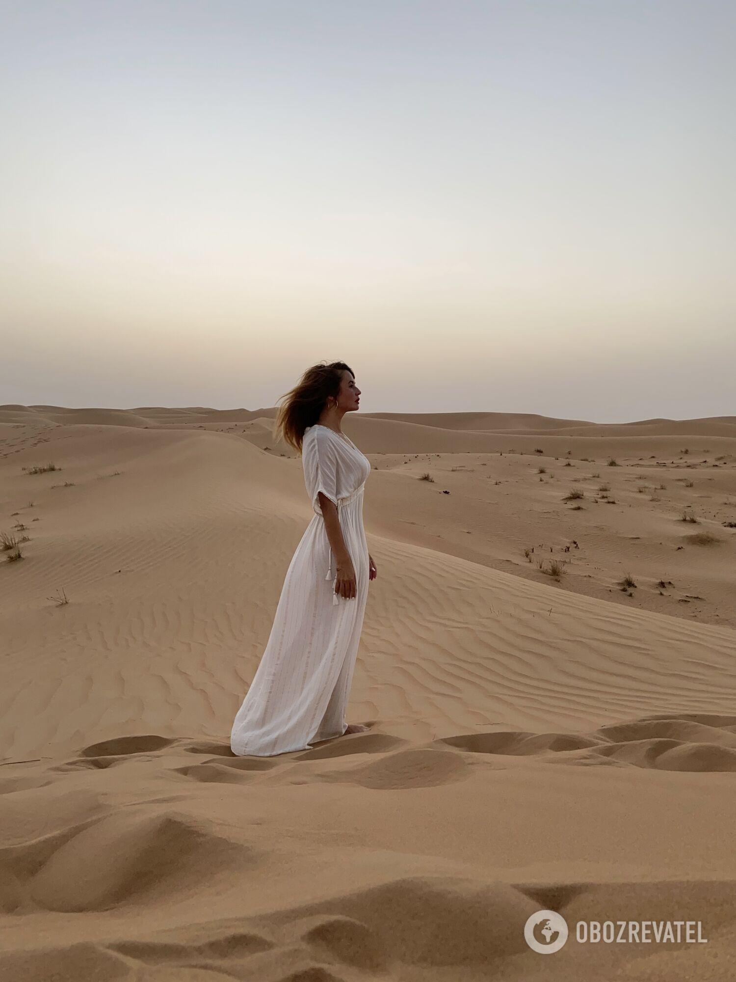 Фотосессия во время джип-сафари в пустыне Dubai Desert Conservation Reserve.