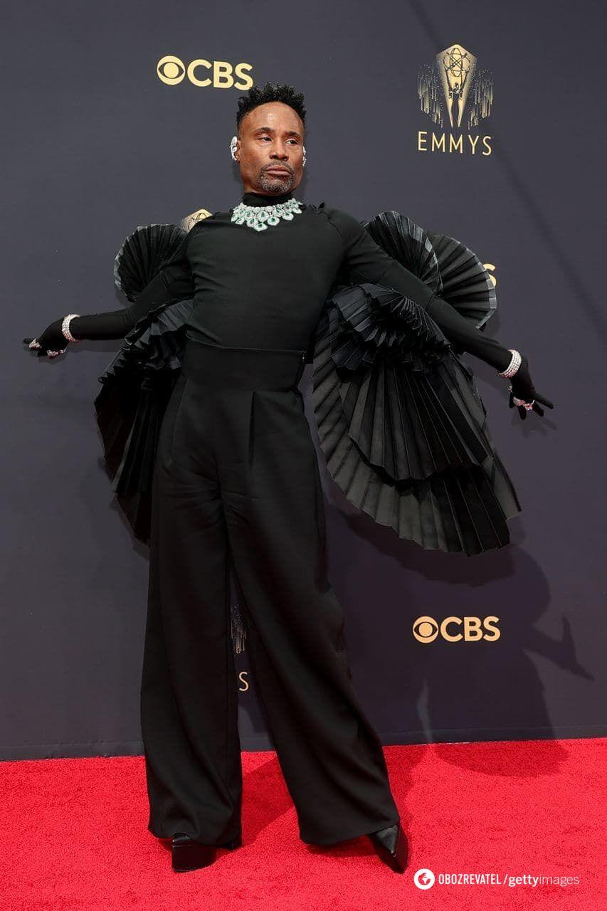 Біллі Портер у чорному костюмі від Ashi Studio