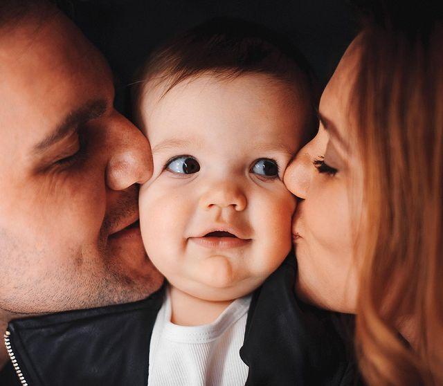 Актриса зі своїм чоловіком та донькою.