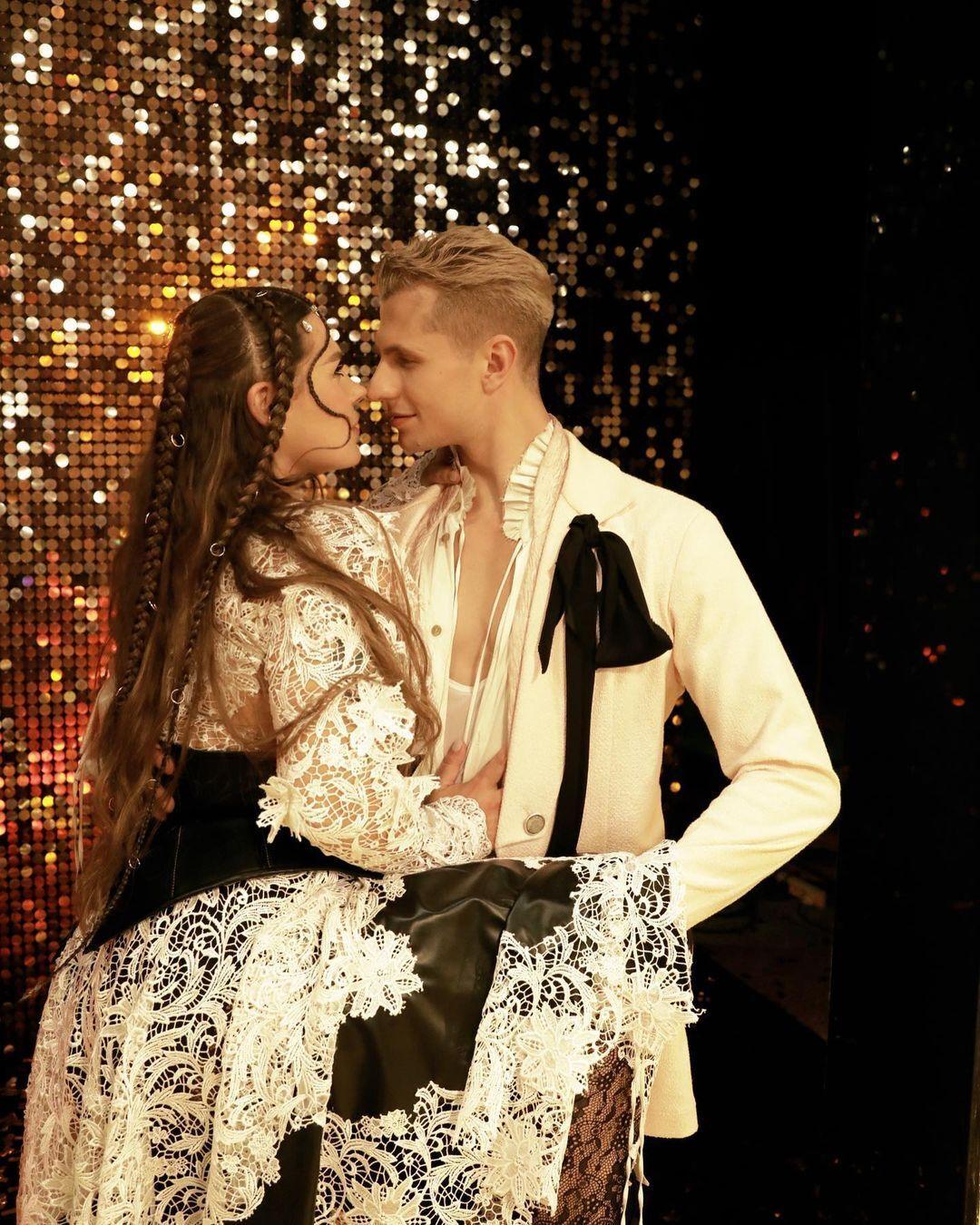 Александра Зарицкая и Юрий Мешков на танцевальном шоу.