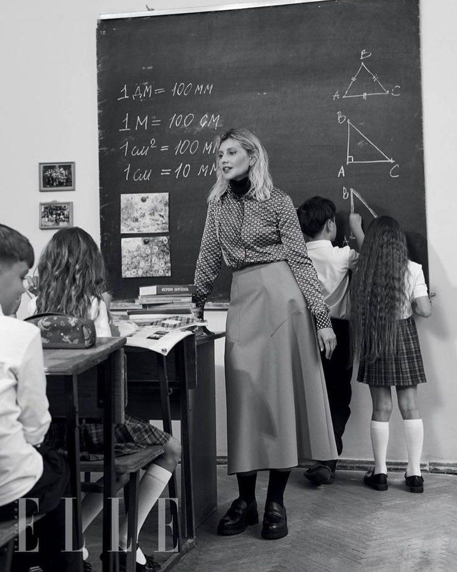Елена Зеленская на уроке в школе.