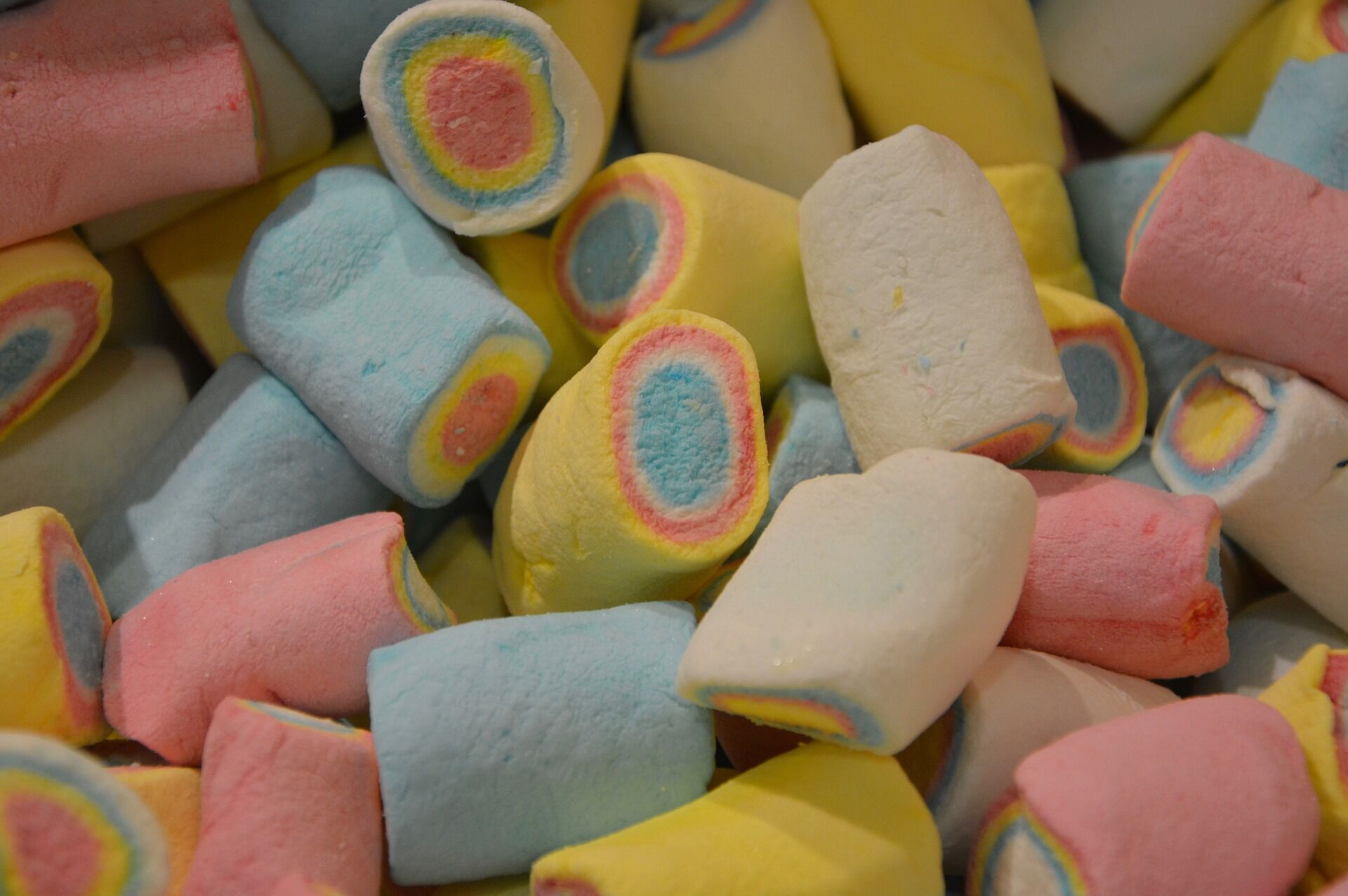 Вы можете сами регулировать цвет сладостей