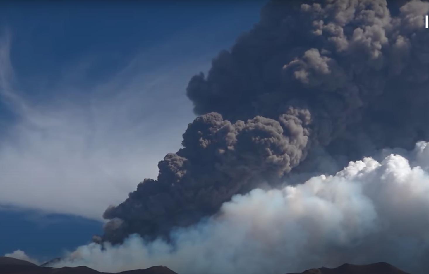 Извержение вулкана Этна.