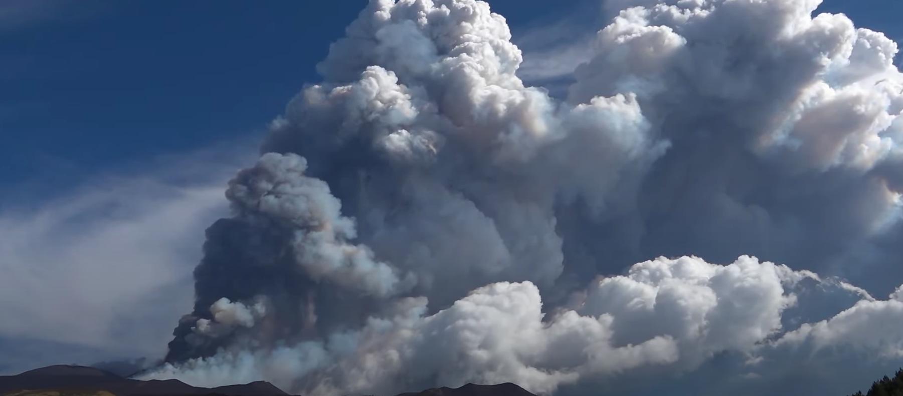 Вулкан Этна снова дал о себе знать.