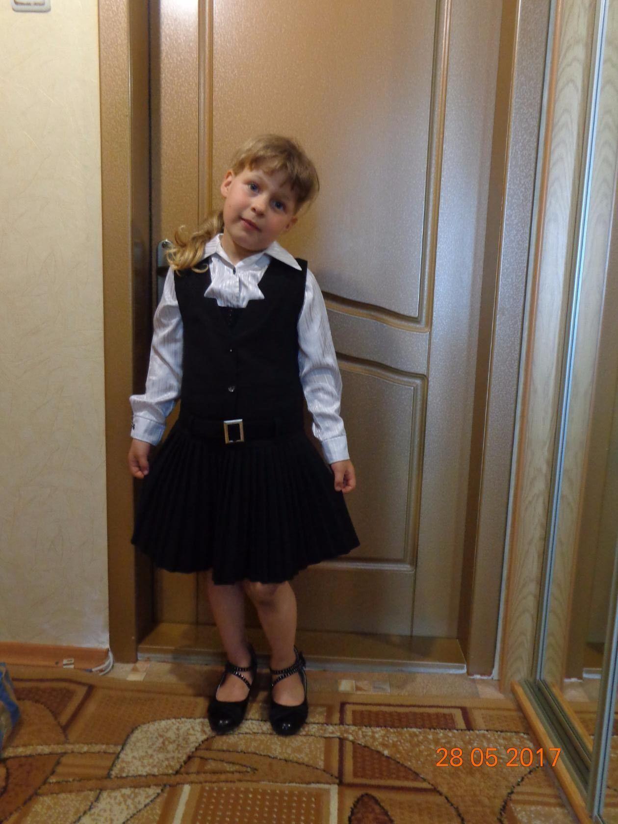Аня отправляется в школу