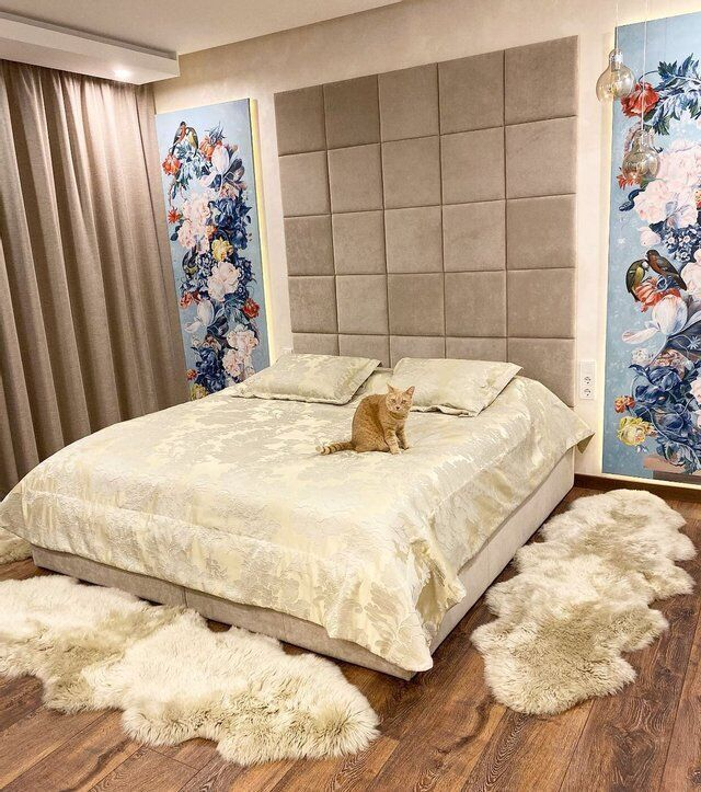 Велике ліжко в спальні Онуфрійчук