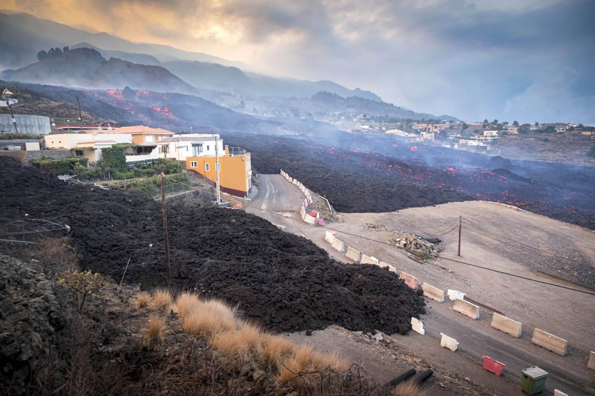 На іспанському острові Пальма (Канарські острови) після серії землетрусів слабкої магнітуди почалося виверження вулкана.