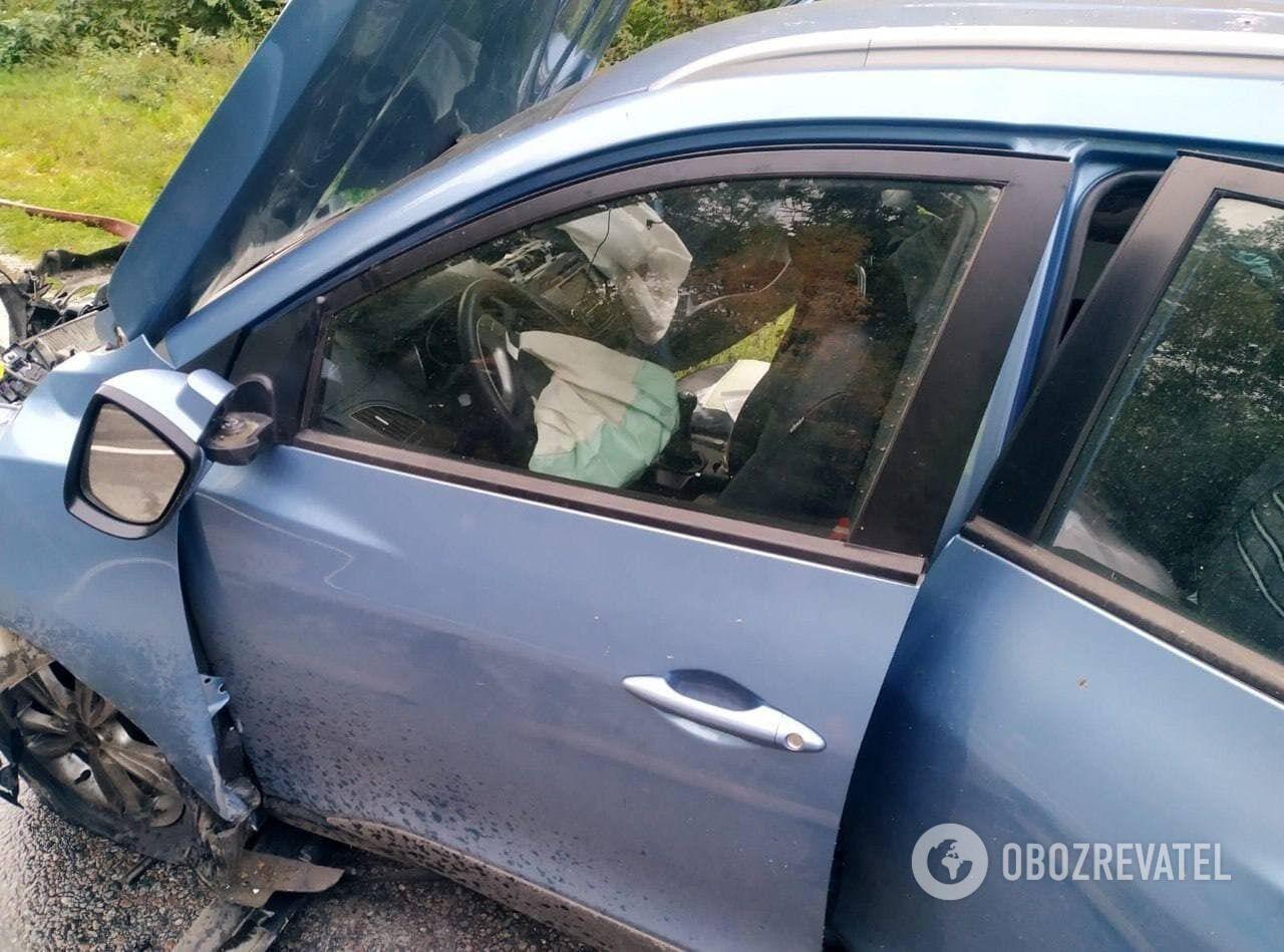 Попередньо, водій Hyundai серйозних травм не отримав.