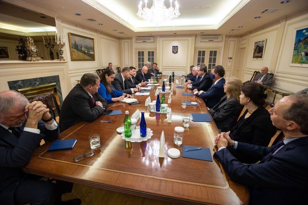 Президент встретился с представителями бизнеса и потенциальными инвесторами