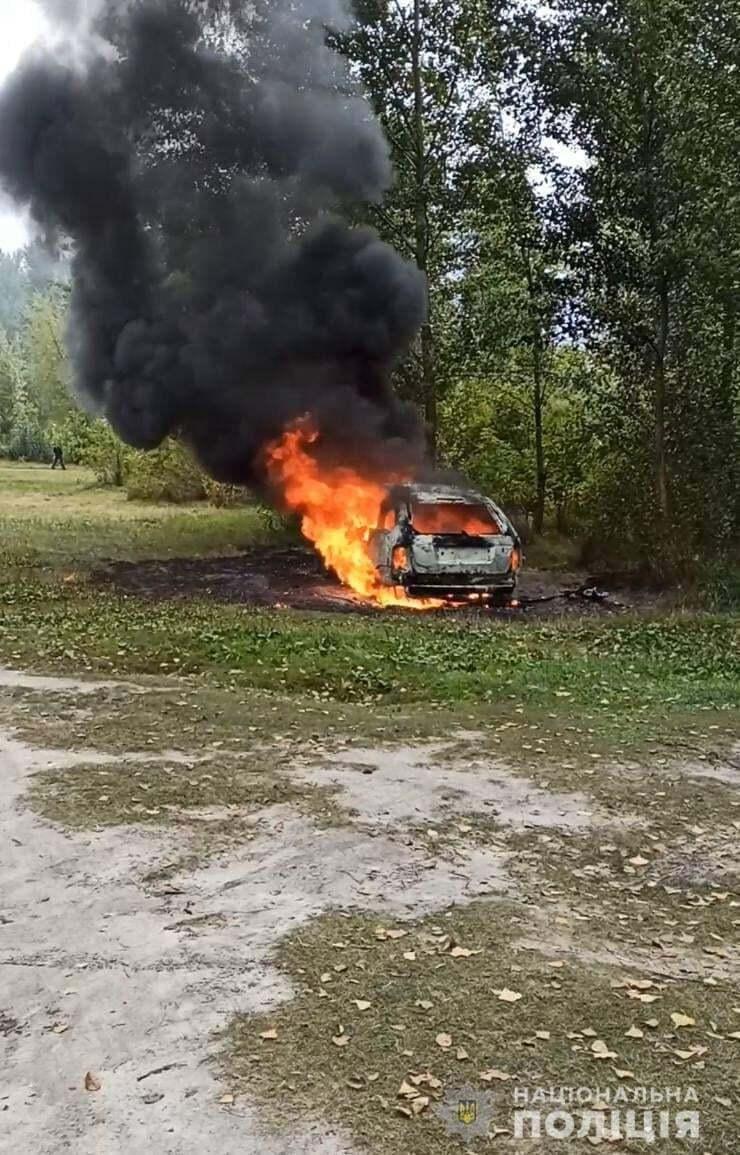 Біля Долини Троянд правоохоронці виявили залишки автомобіля, який згорів