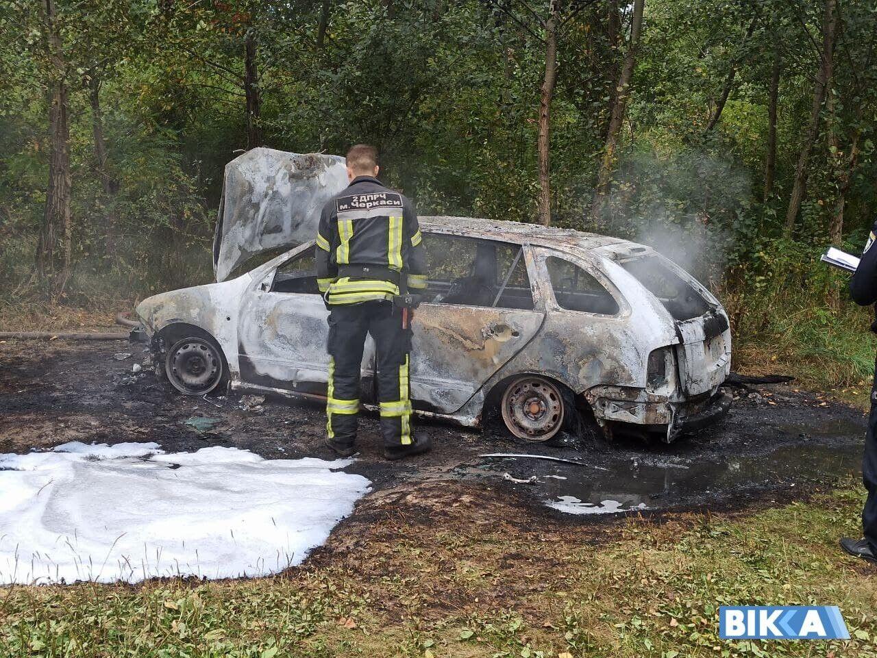 Авто, на якому зникли злочинці, знайшли підпаленим