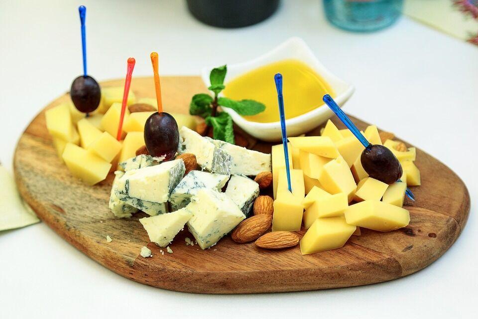 Сыр стоит есть небольшим порциями