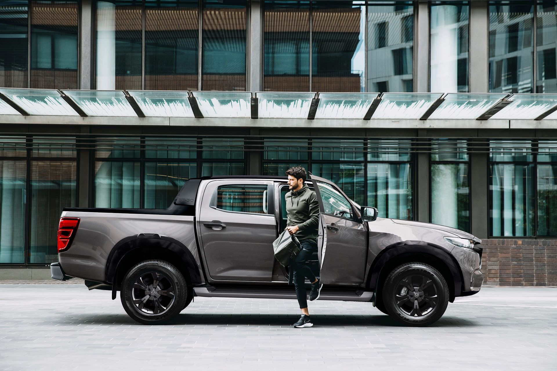 Mazda BT-50 с 1,9-литровым 4-цилиндровым мотором развивает мощность 150 л.с., а его крутящий момент достигает 350 Нм