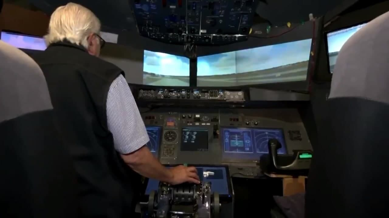 Мухаммед Малас у кабіні пілота.