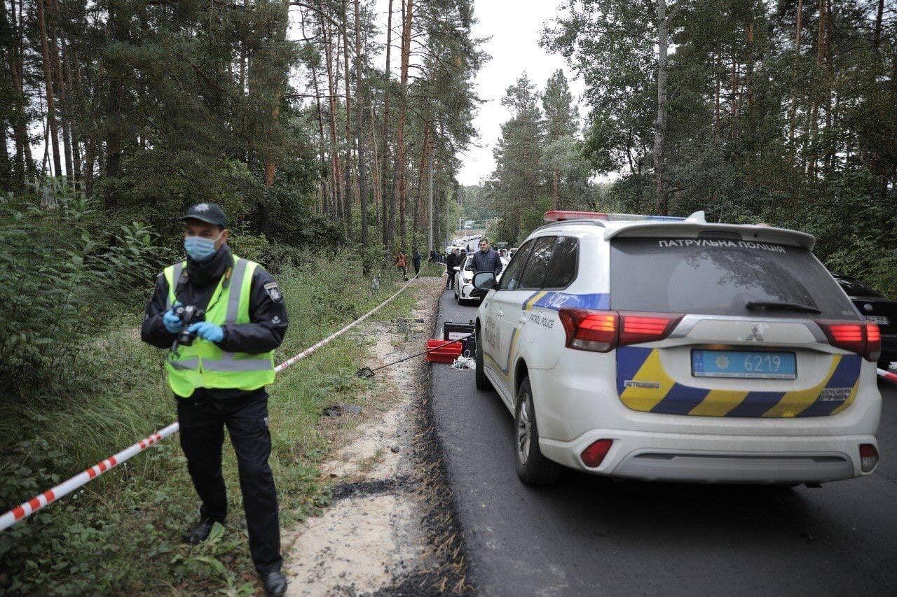Копы в лесу, где расстреляли авто