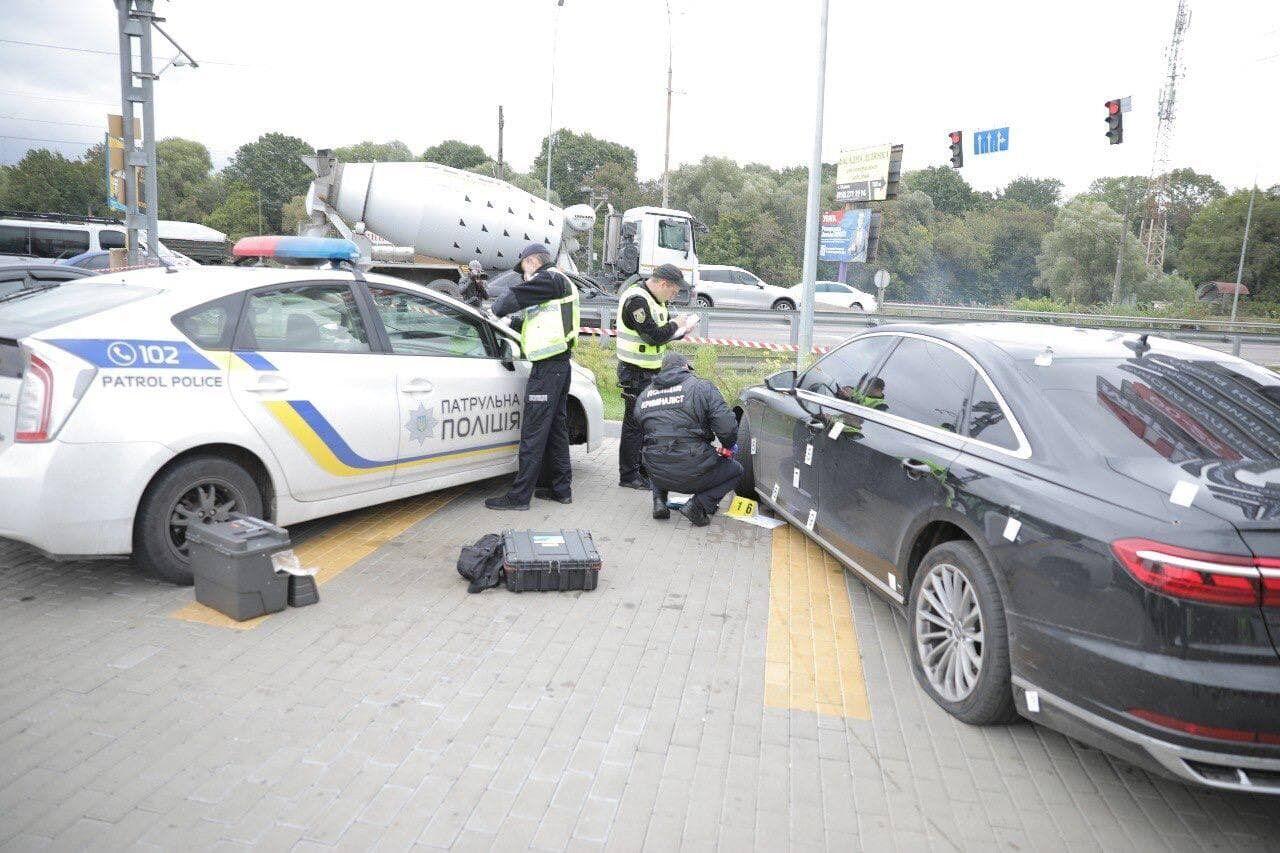 В транспортное средство попало немало пуль
