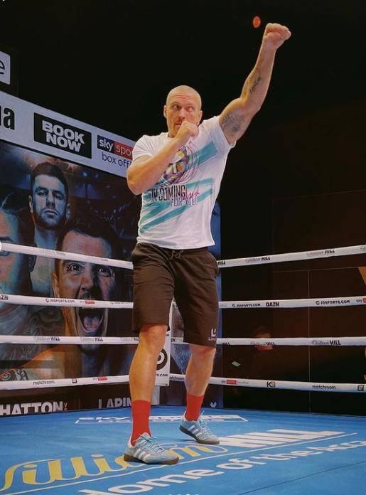 Александр Усик во время тренировки