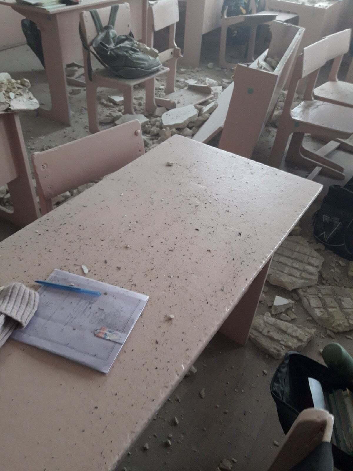 Потолок обвалился на перемене, и в классе никого не было