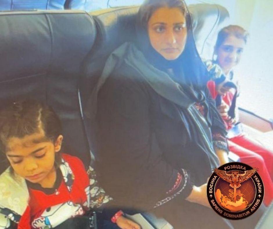 На борту самолета было около ста человек