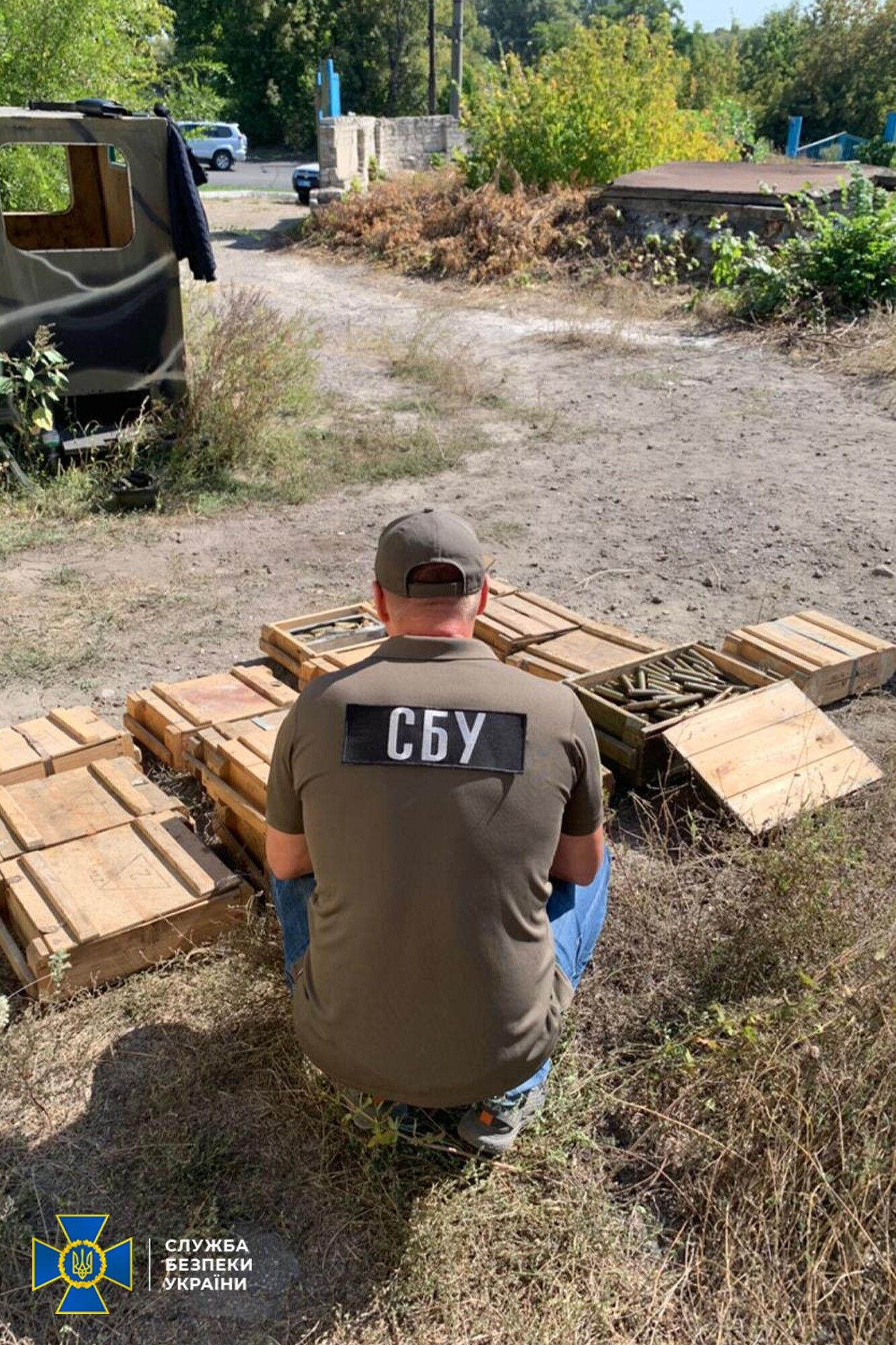 СБУ знайшла три схованки терористів