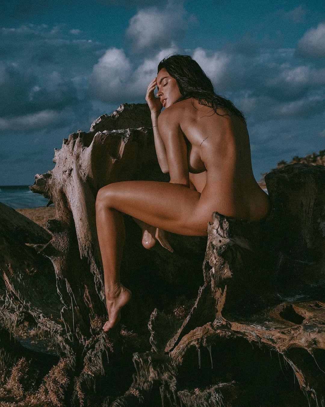 Люсия Яворчекова без одежды
