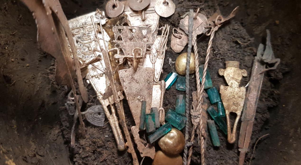 """Клад из кувшинов под названием """"ofrendatarios"""" был захоронен около 600 лет назад ."""