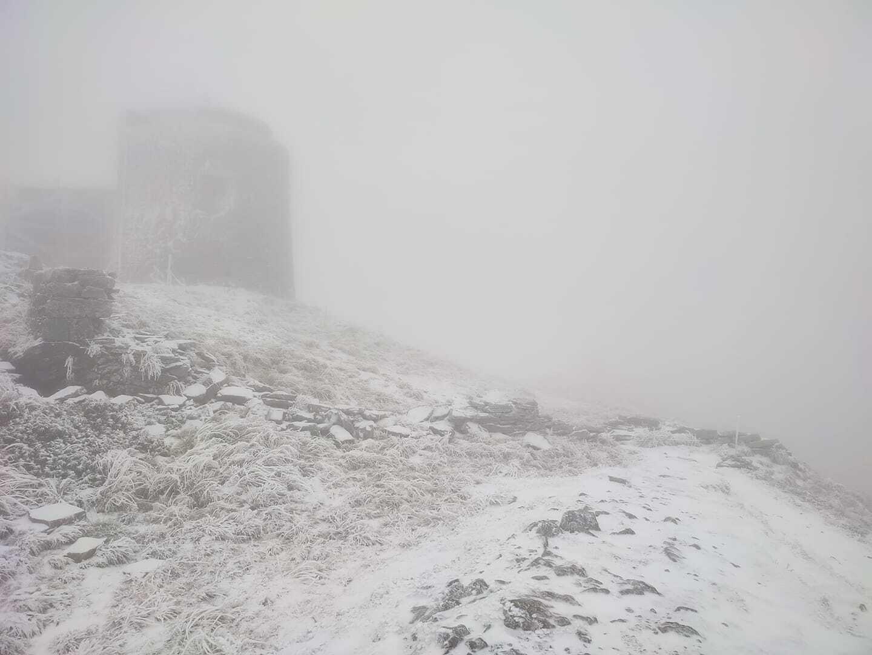 Гору Піп Іван Чорногірський засипало снігом.
