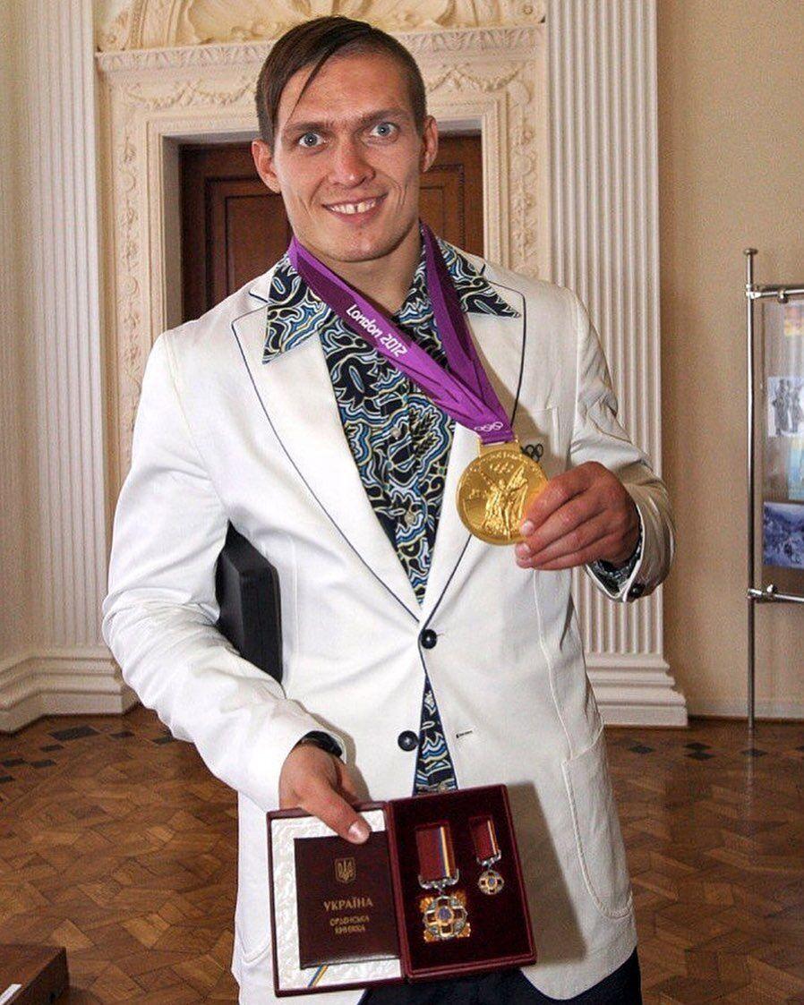 Усик з олімпійською медаллю Лондона-2012.