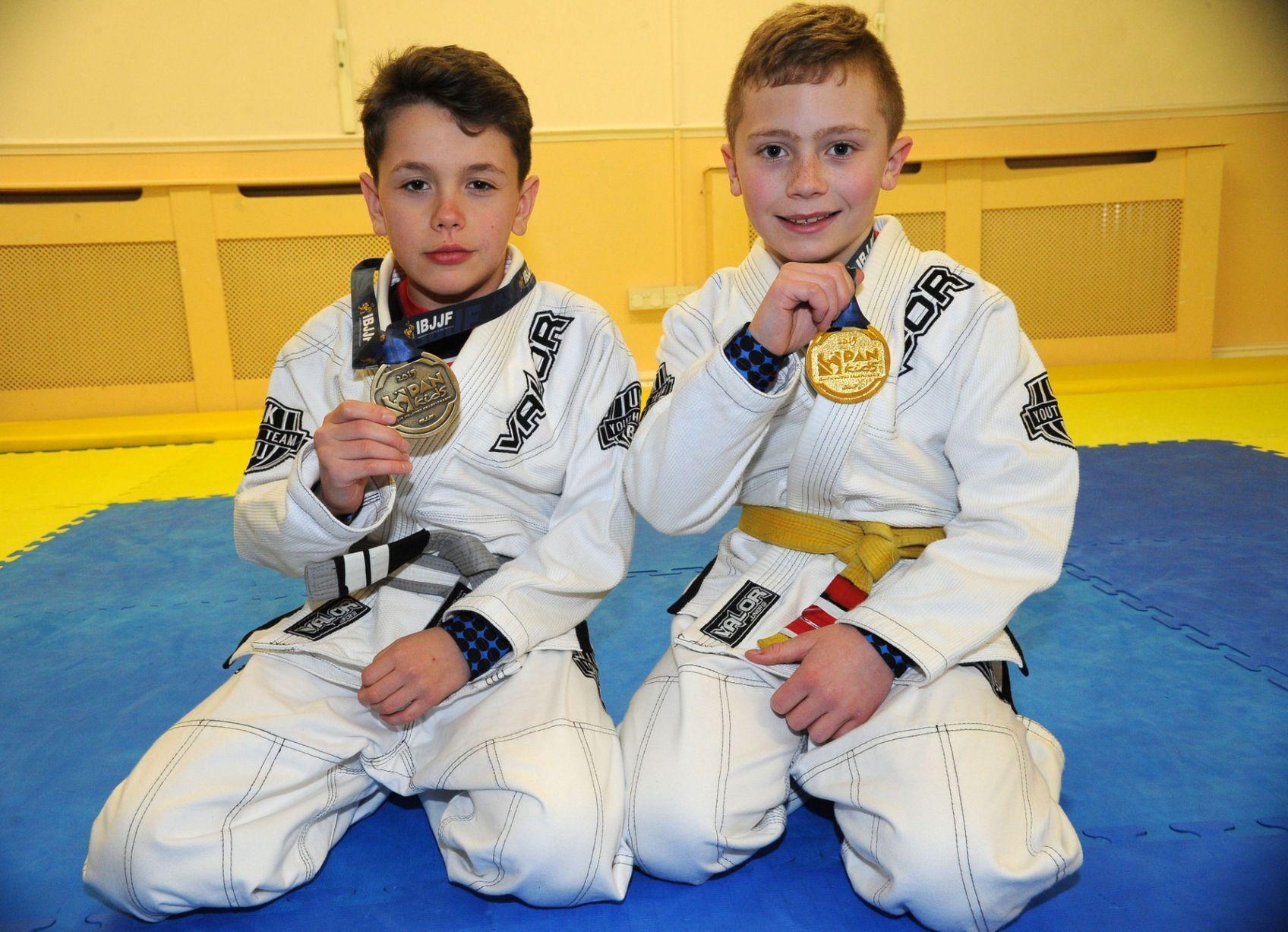 Алекс Вільямс (праворуч) на юнацькому турнірі.