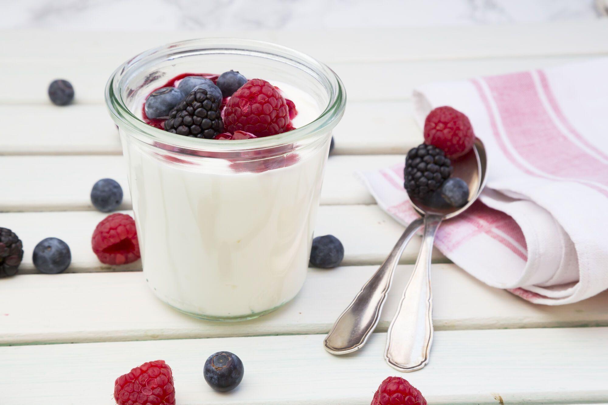 Домашній йогурт із ягодами
