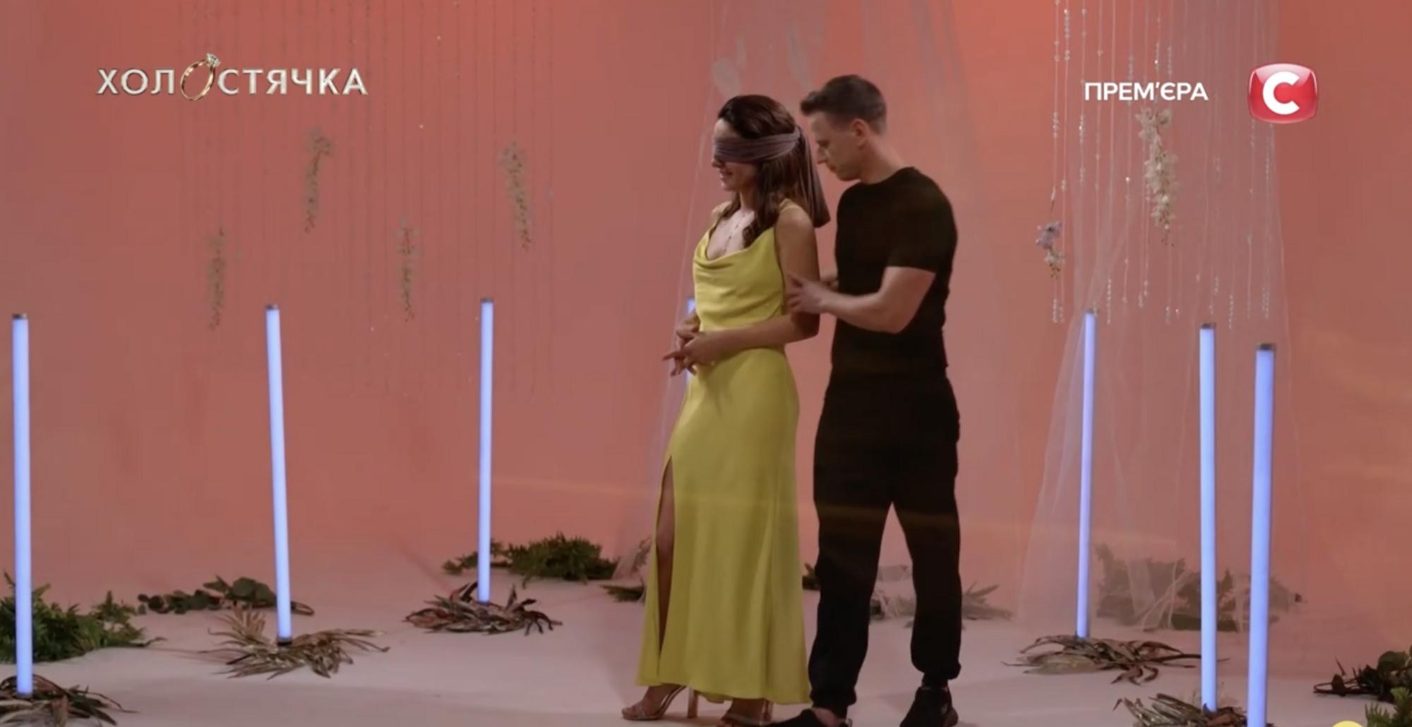 Злата Огневич танцует с участником Винченцо