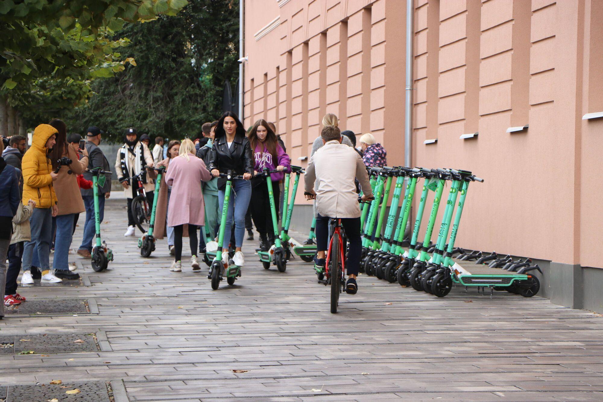 Блогери брали участь у велопробігу на самогактах