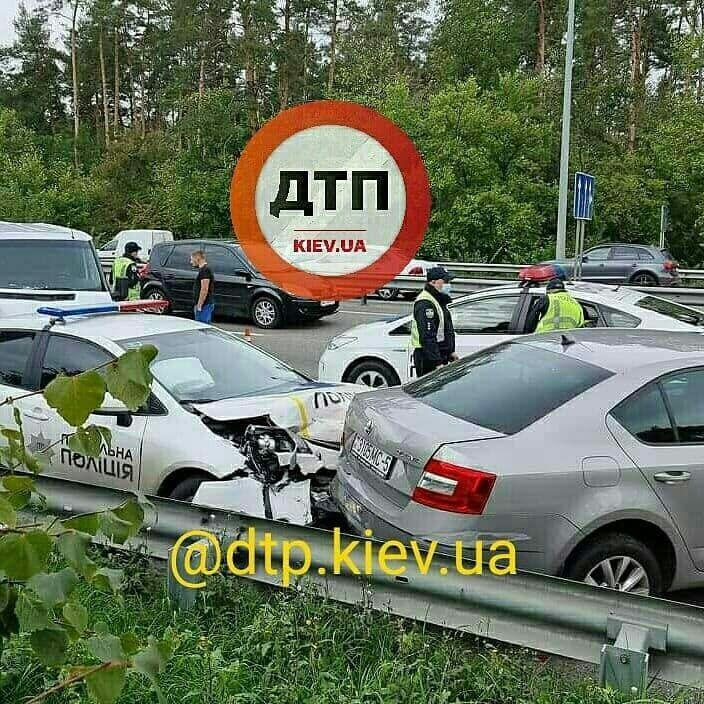 Машина копів протаранила Skoda Octavia