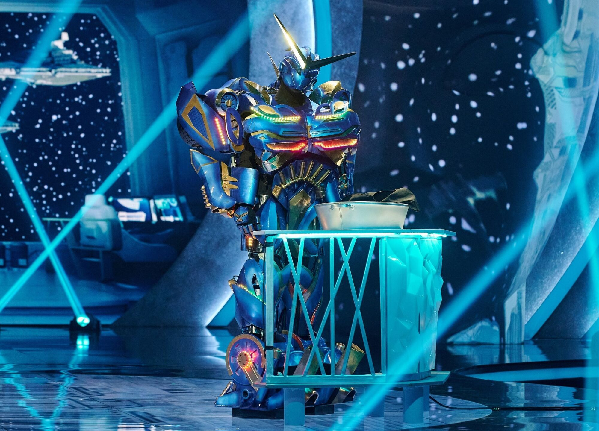 Новый участник шоу – Робот.