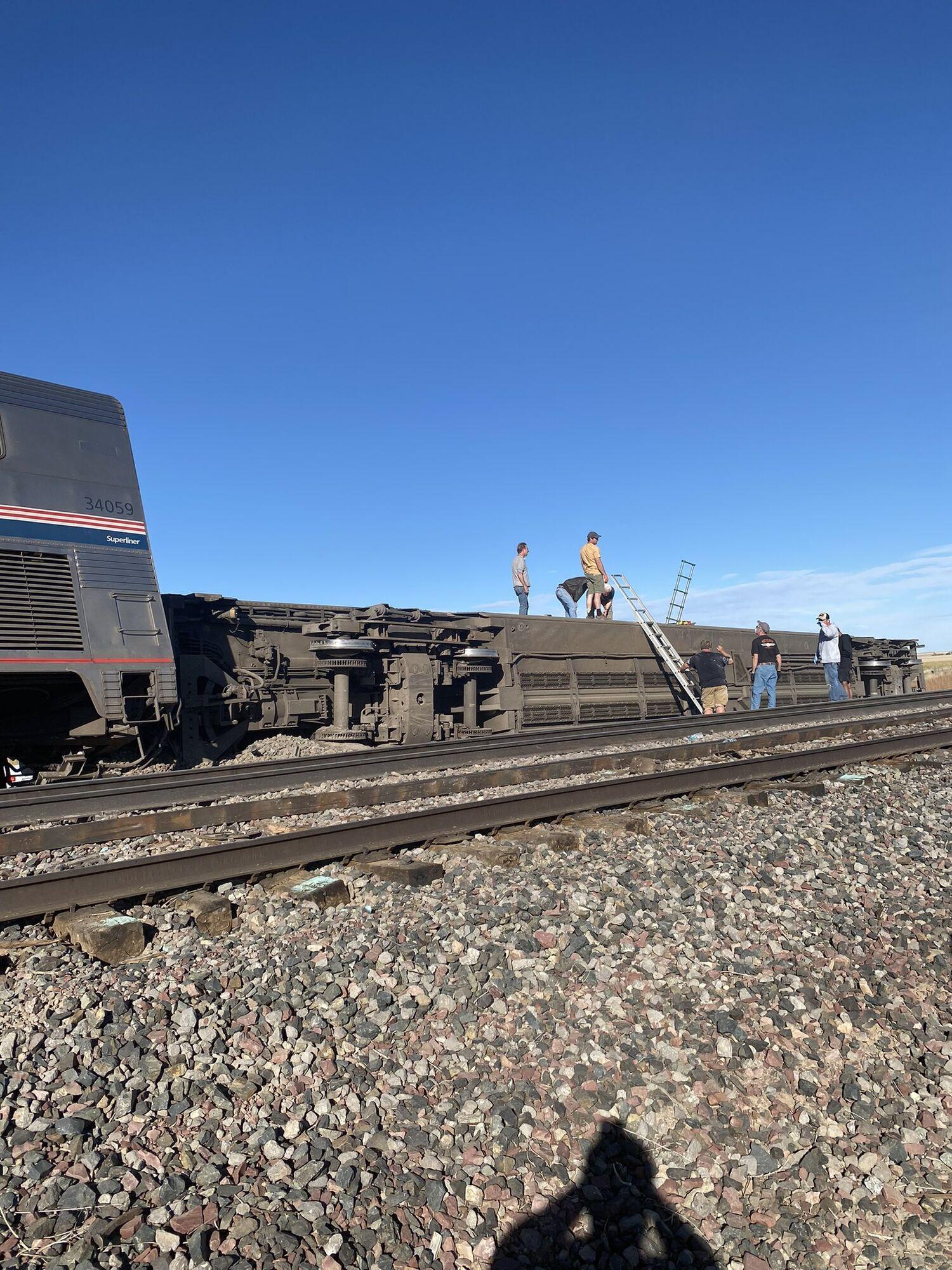 Поезд сошел с рельсов в Монтане.