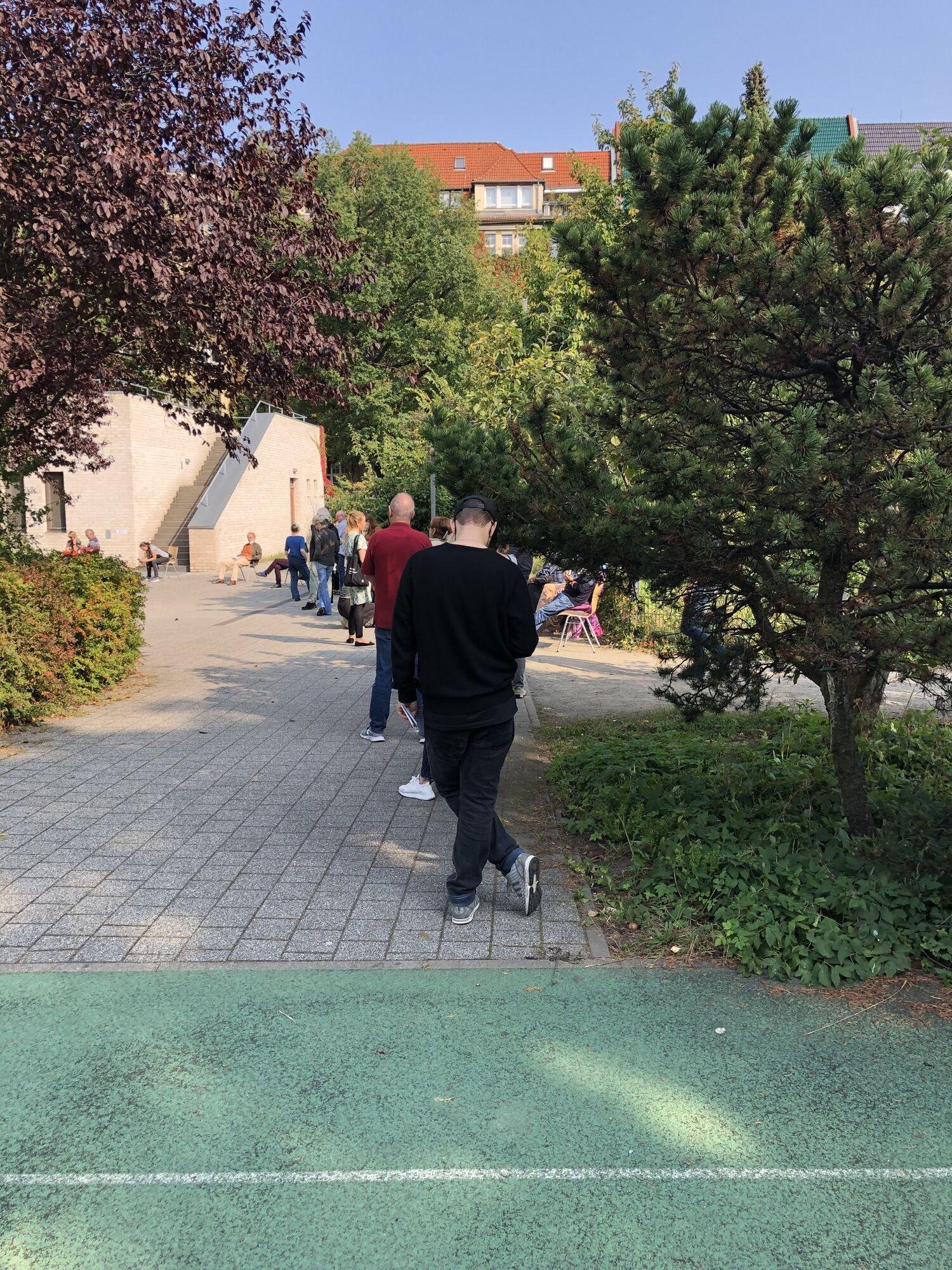 Через марафон у Берліні до дільниць не могли вчасно доставити бюлетені