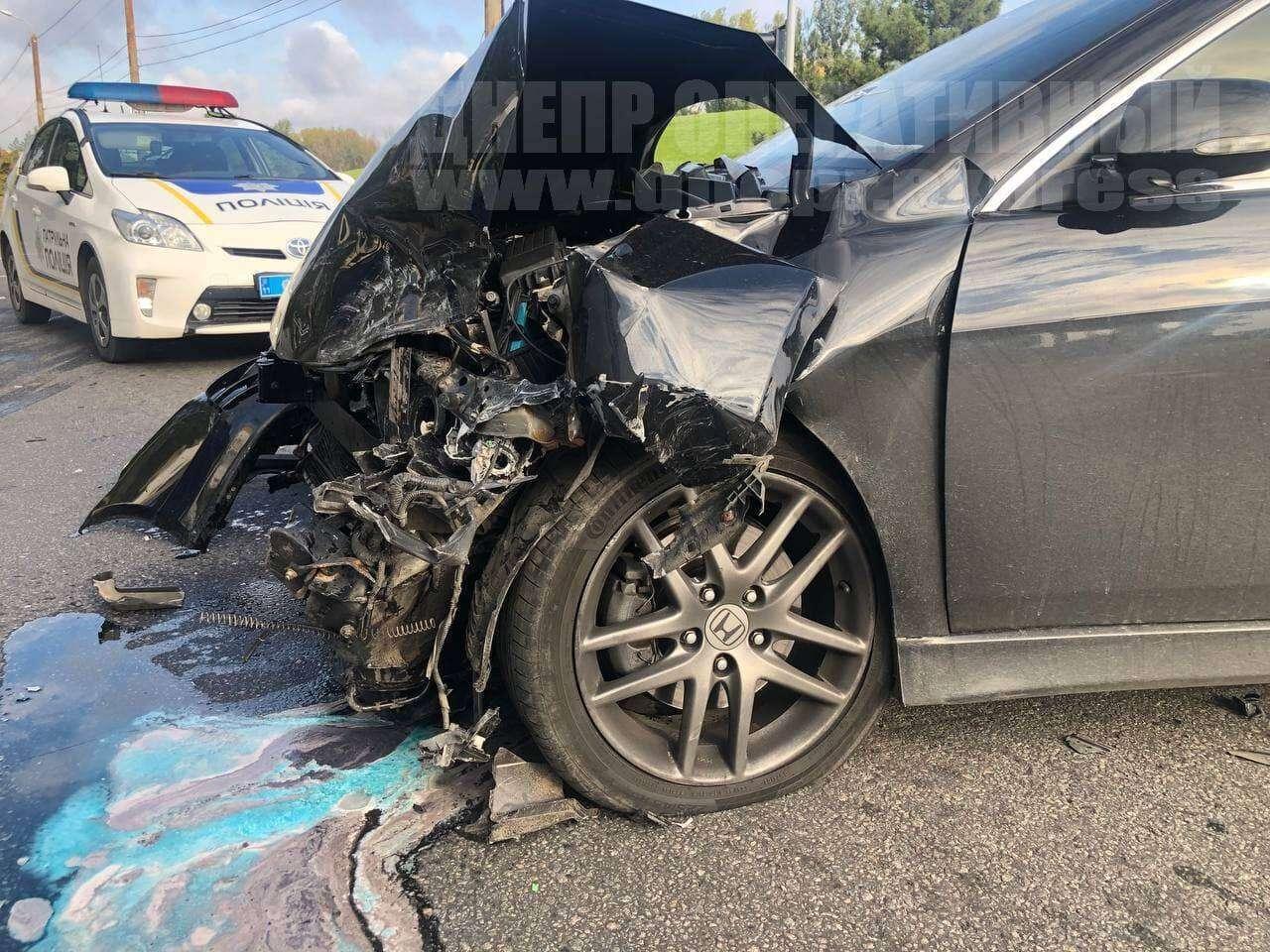 Серьезные повреждения авто.