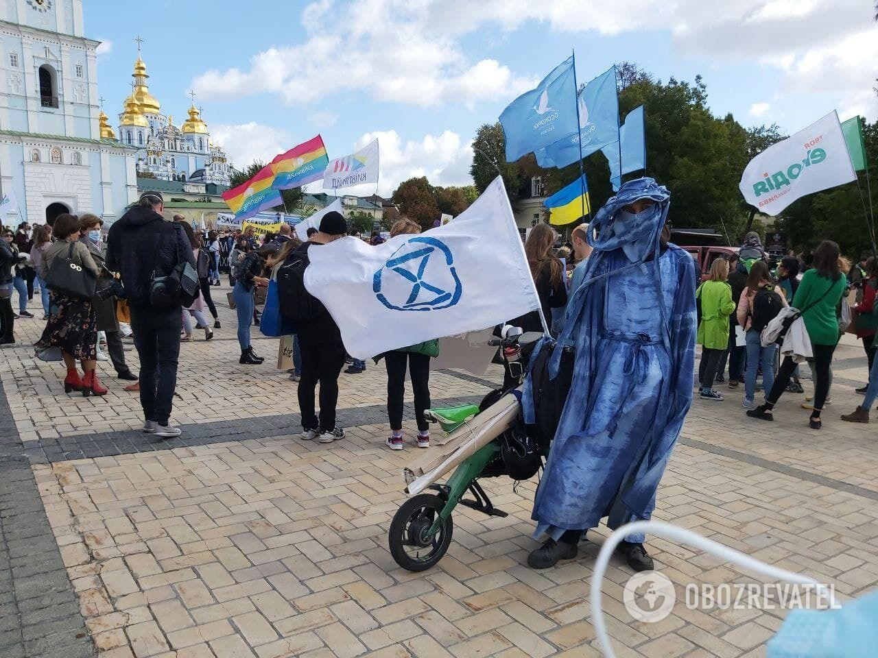 В акції брали участь десятки людей.
