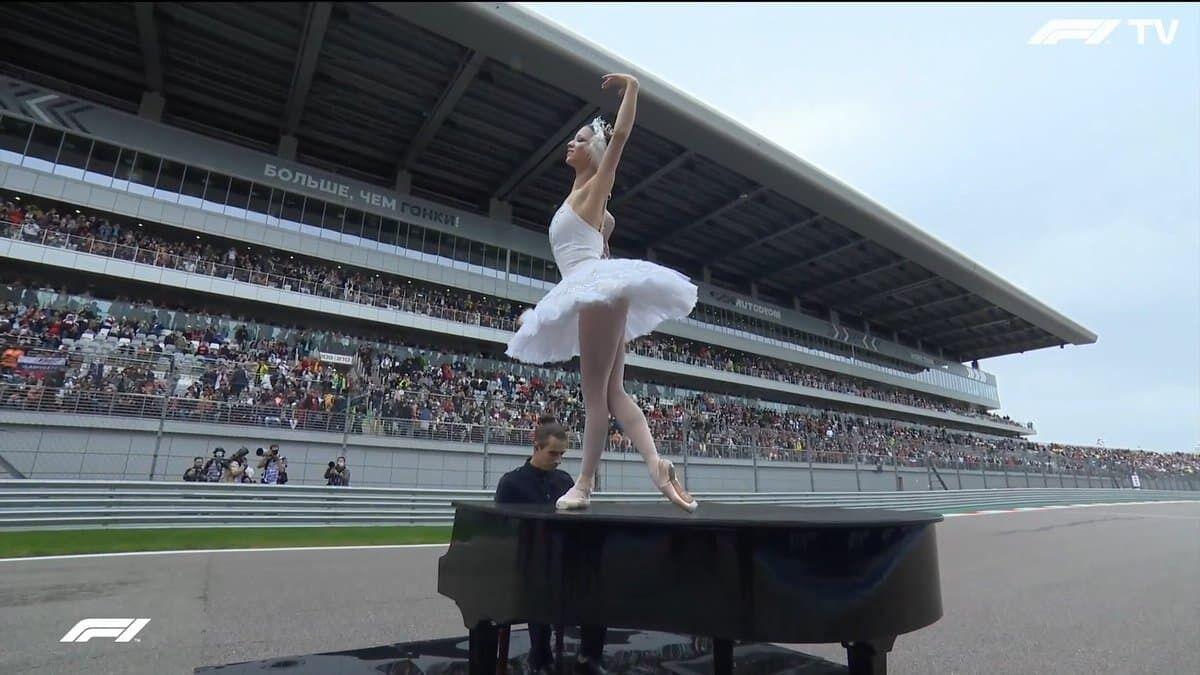 Балерина на роялі