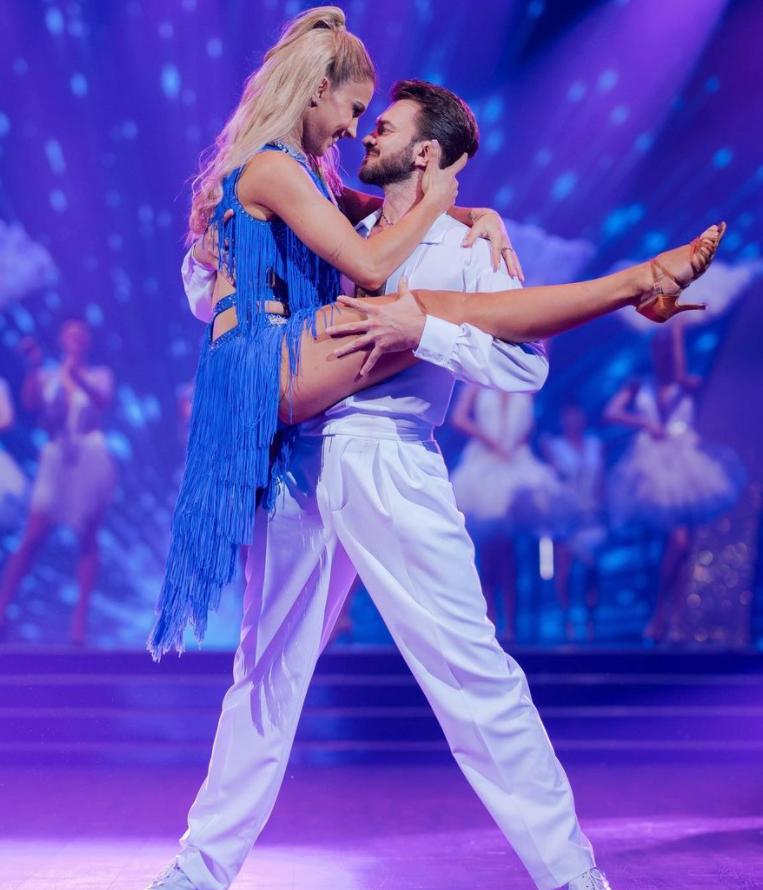 Ольга Харлан и Дмитрий Дикусар выступали с самбой.