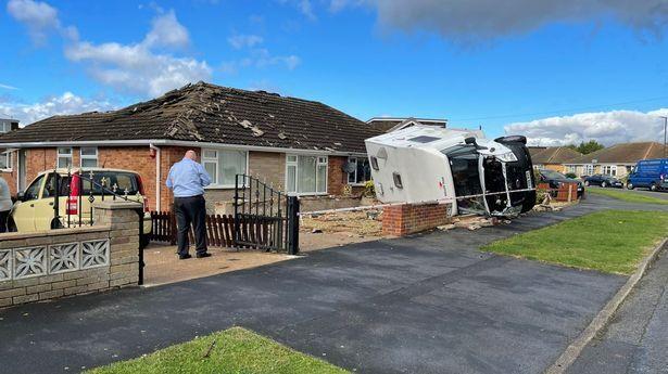 Ураганный ветер повредил крыши