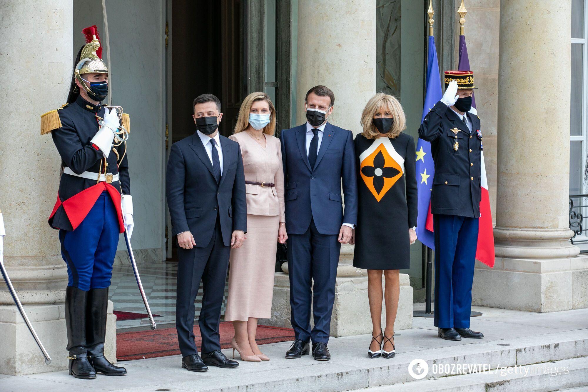 Во время визита Владимира Зеленского, жена Макрона удивила платьем.