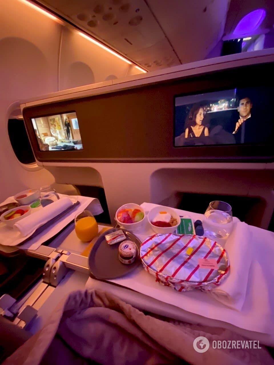 Завтрак на борту flydubai.